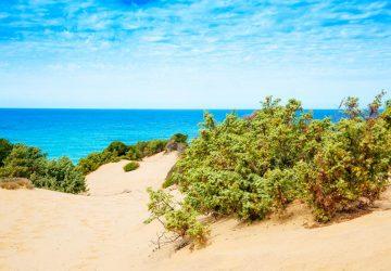 Blick auf die Dünen von Piscinas und das Meer