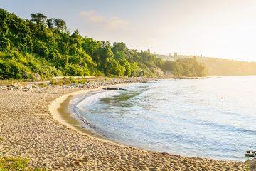 Leerer Strand am Morgen