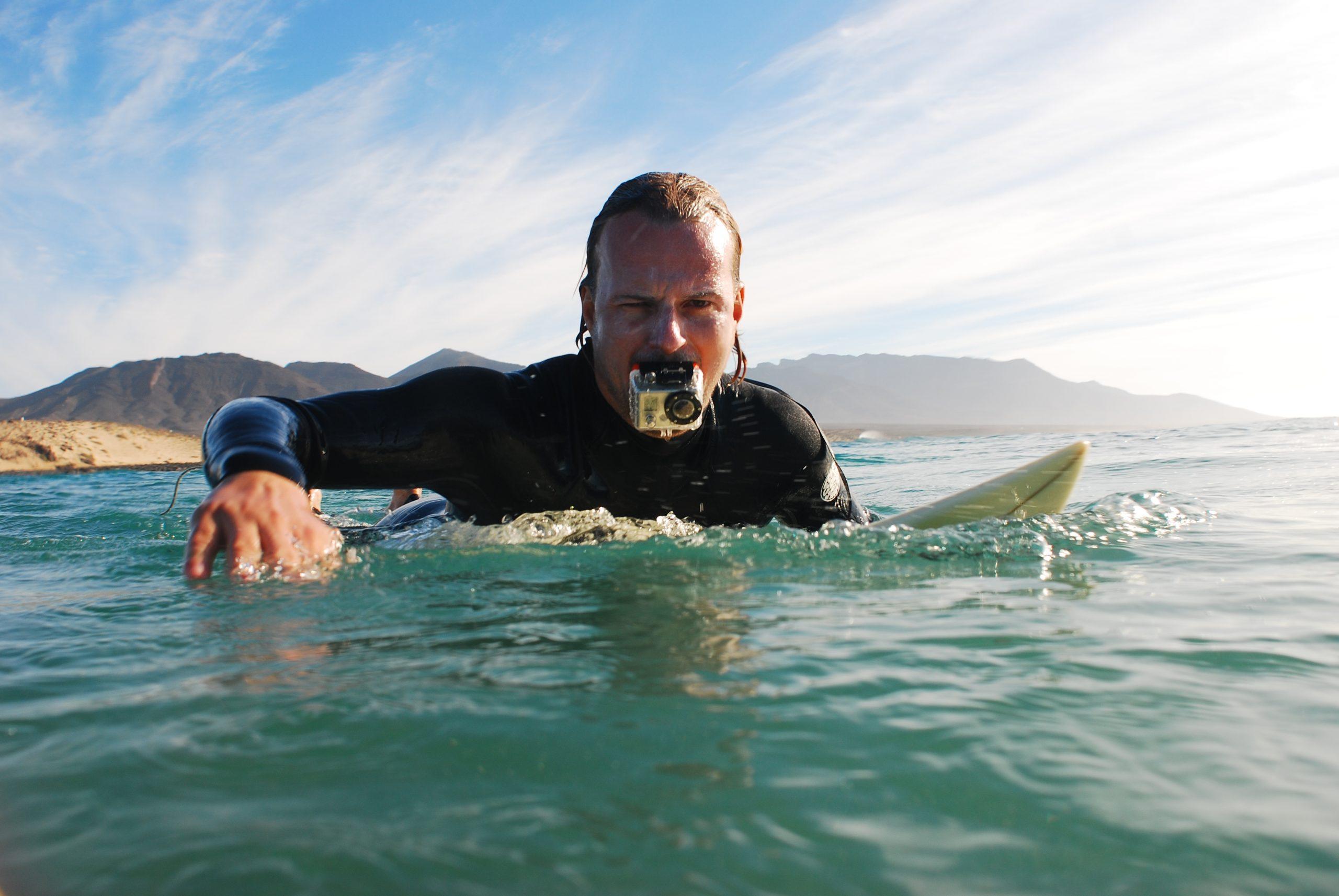 Christof Uhlmann auf dem Surfbrett