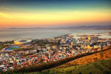 Blick auf Kapstadt bei Sonnenuntergang