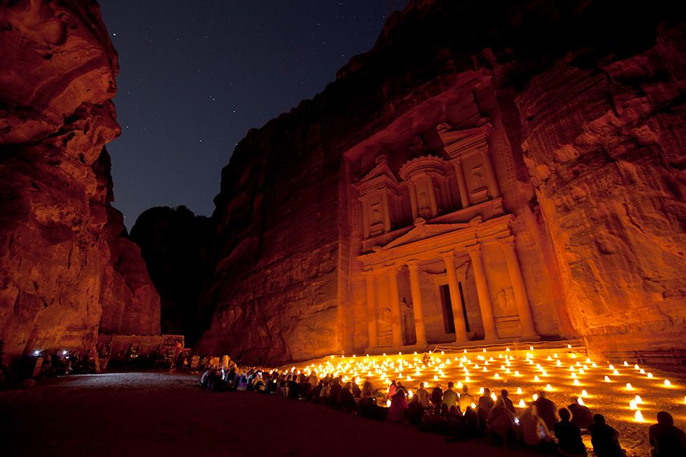 Felsenstadt Petra bei Nacht