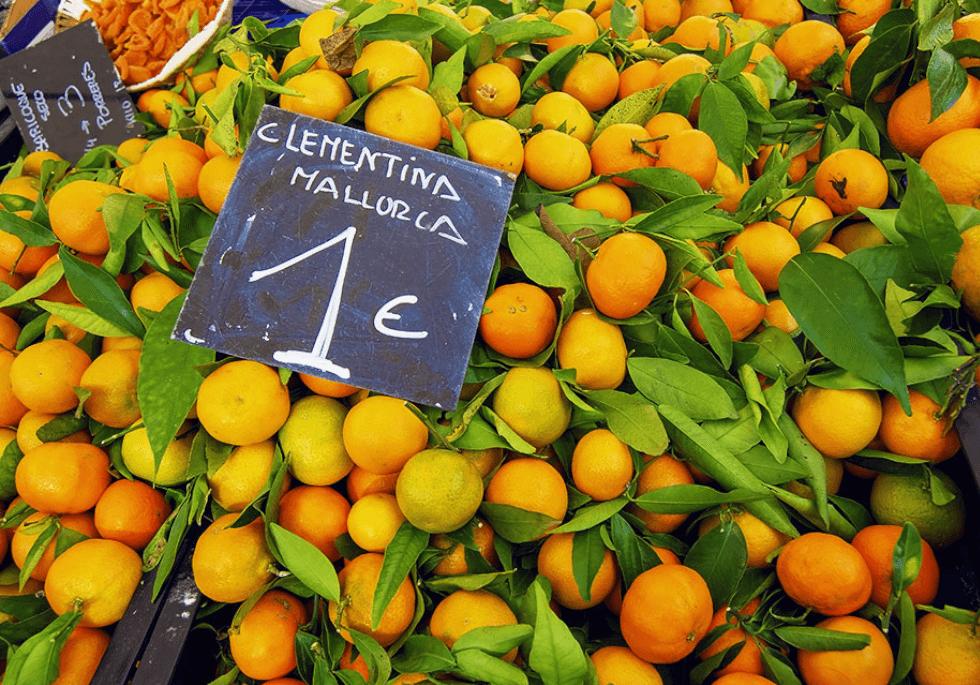 Clementinen auf einem Markt auf Mallorca