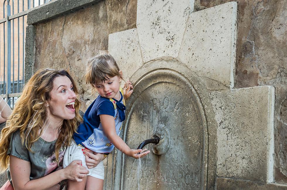"""Historische Codes """"SPQR"""" in Rom"""